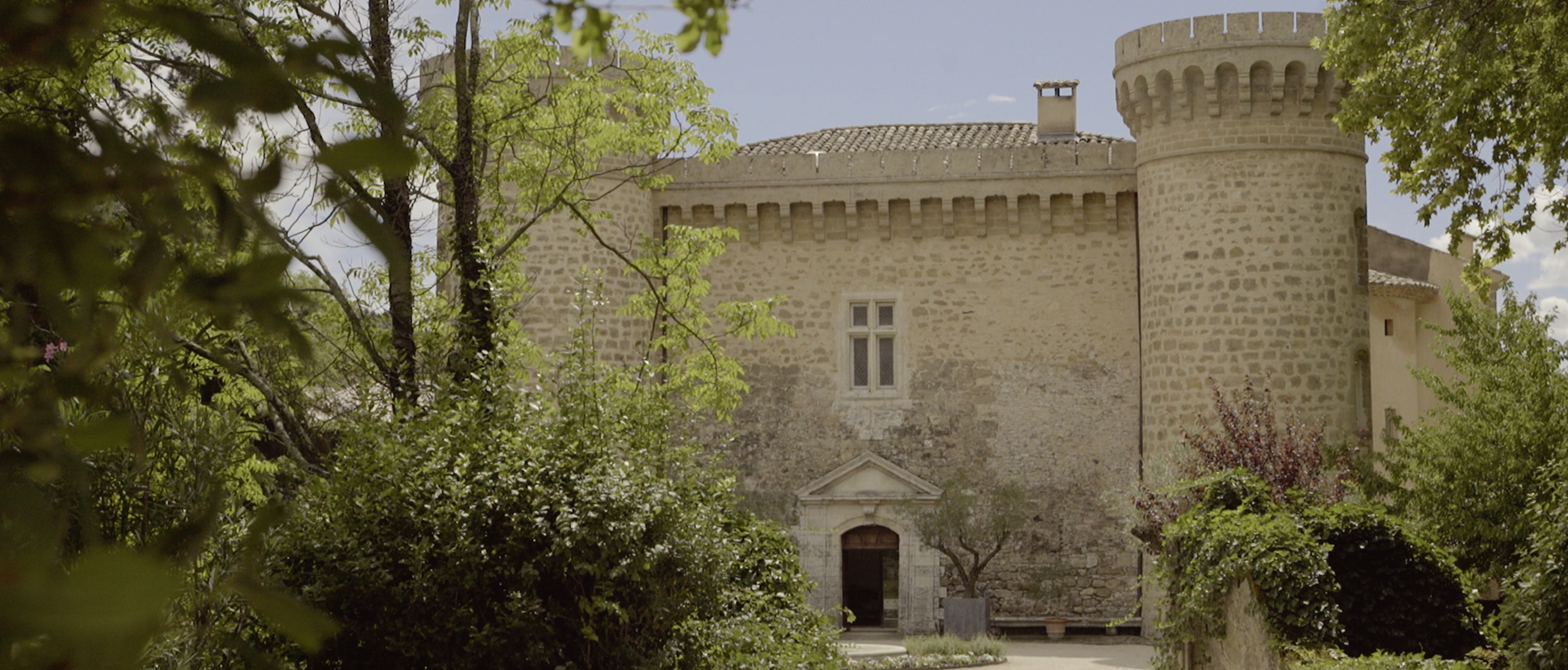 beautiful chateau de massillan wedding south of france